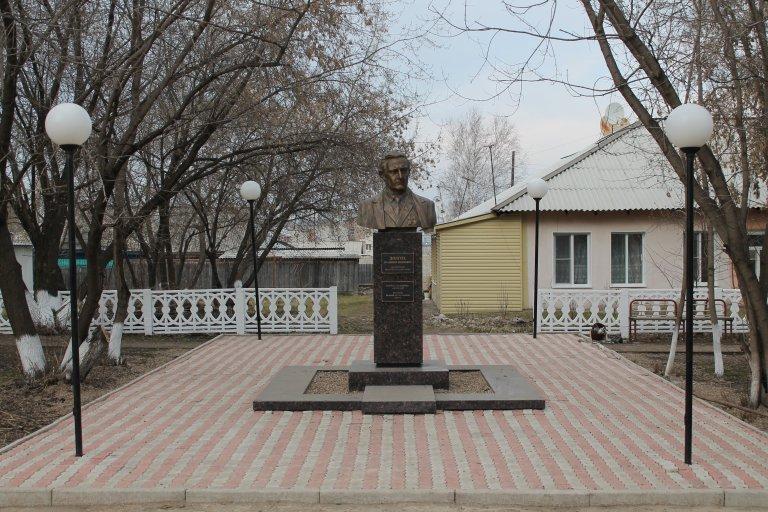 Бюст Долгих Владимиру Ивановичу