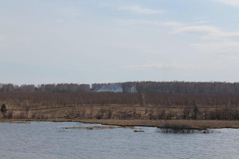 озеро Дорожное и пал травы