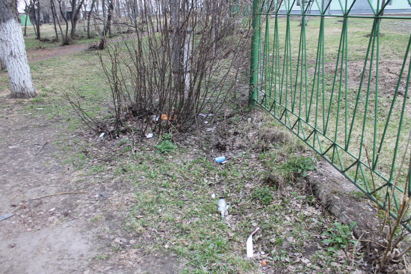 Мусор в парке Железнодорожников