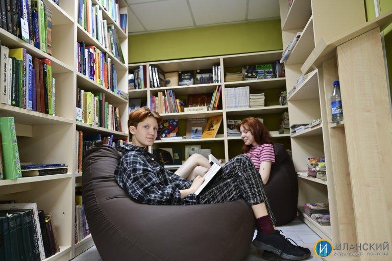 В межпоселенческой библиотеке в городе Иланский # 2