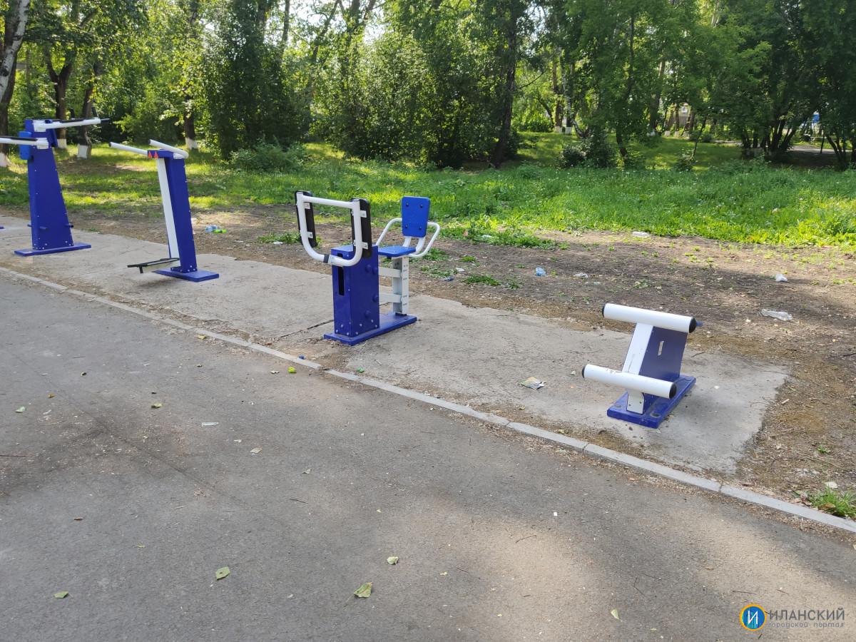 Новые тренажеры в городском парке