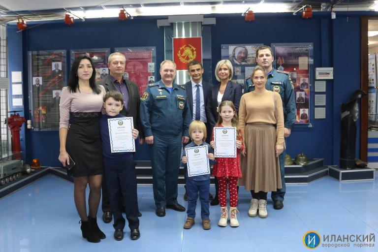 v-ramkah-mesyachnika-grazhdanskoy-oborony-sostoyalsya-konkurs-risunkov-na-asfalte-po-tematike-mchs_16336030431184774141