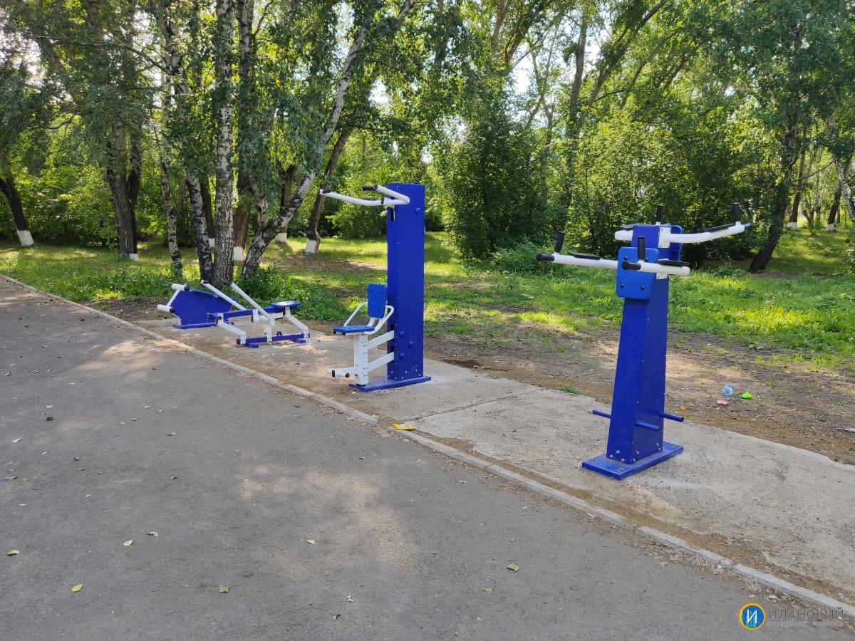 Новые тренажеры в городском парке #2