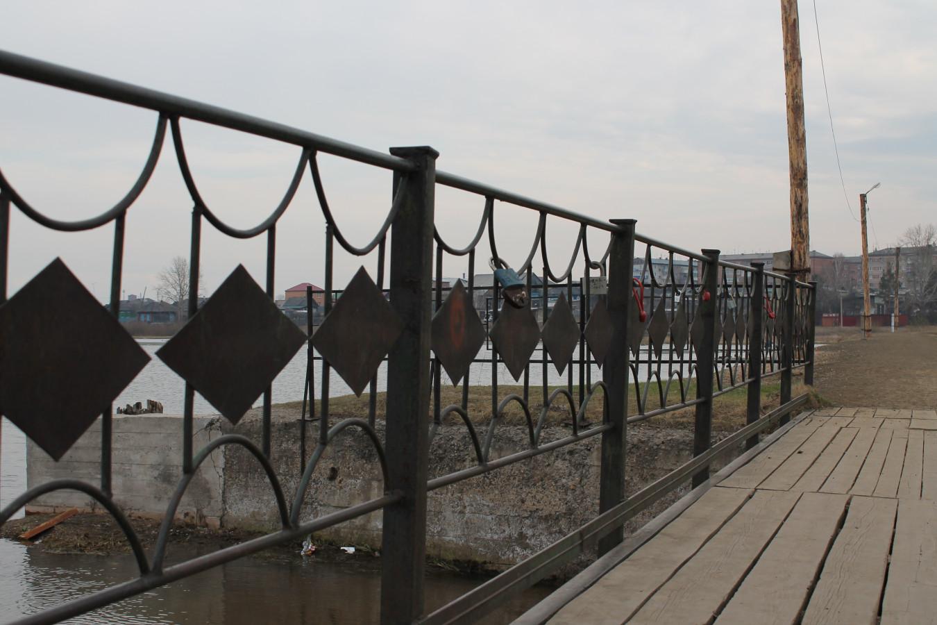 Замки на мосту