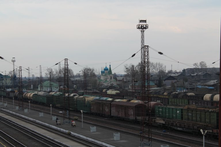 Вид на ЖД пути и Храм святого благоверного князя Александра Невского
