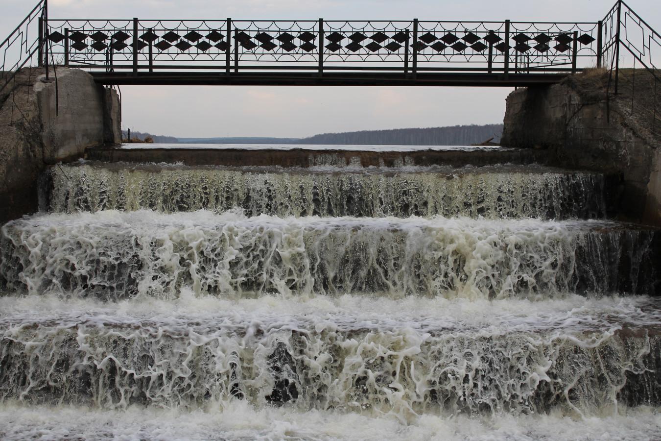 Мост и водопад в сторону района Пульсометр