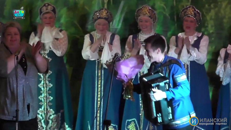 Народный хор К.М.Скопцова поздравил всех женщин Иланского с 8 марта
