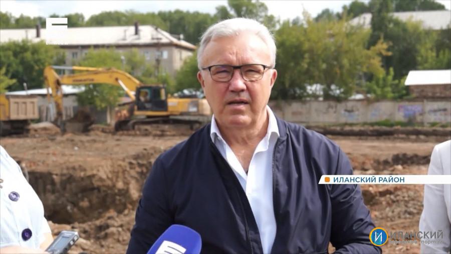 Губернатор Александр Усс проинспектировал ход строительства новой школы в Иланском