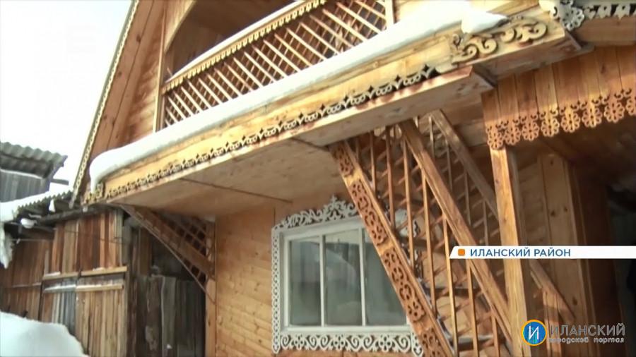 В Иланском районе мастер из обычного дома сделал сказочный терем