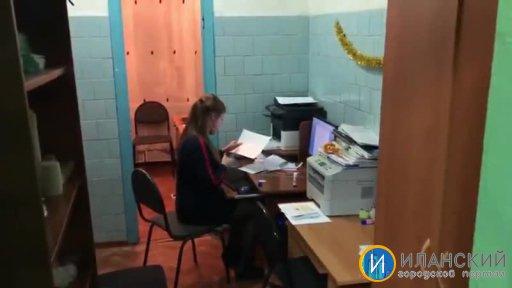 """Рабочее место учителя школы № 41 оборудовано в """"туалете"""""""